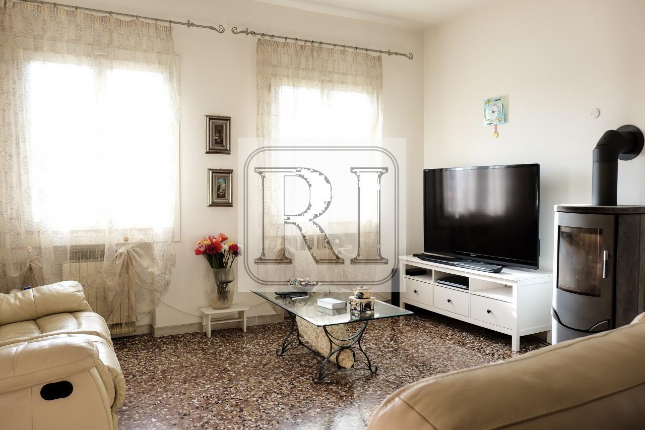 CAMPODORO – villa singola, tre camere ampie, finiture ricercate, 1200 mq di giardino – LP0073